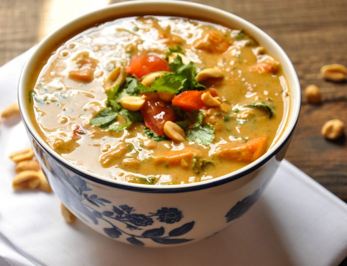 recipe: vegetarian african peanut soup [36]