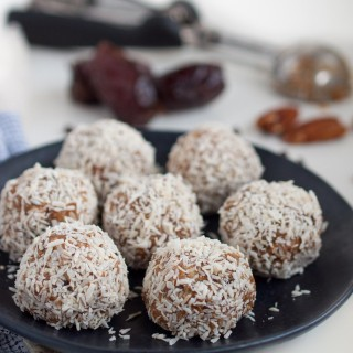 These tasty protein packed energy balls taste like a tasty dessert but are sweetened naturally with dates and have 4.4 grams of protein each.
