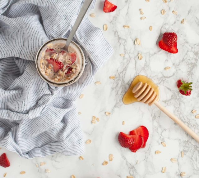 Strawberry overnight oats are a wholesome way to start the day with 6 grams of protein, high fiber & a delicious combination of vanilla, cinnamon, & honey.