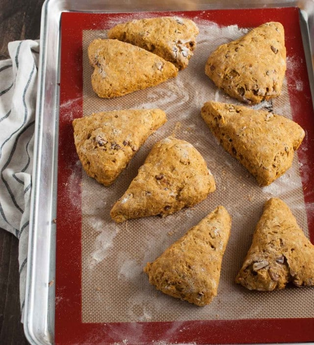 how to make simple scones with raisins