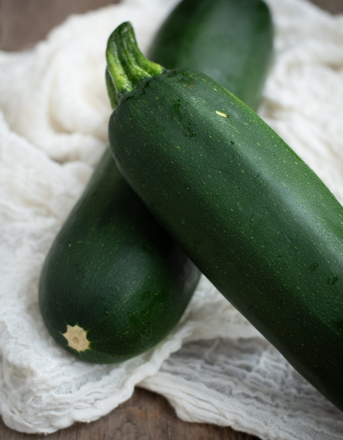 Picture of two zucchini stacked on top of each other